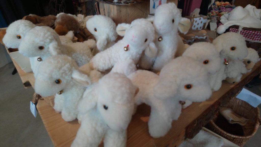 mouton doudou enfant bebe deco laine